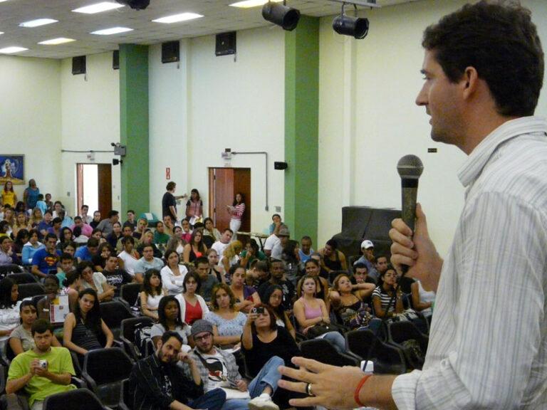 Informativo mostra trabalho feito por Raul Marcelo nos últimos anos