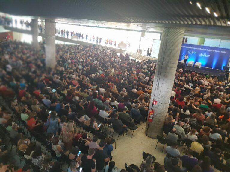 Raul Marcelo questiona Doria sobre custo e aglomeração em evento presencial com 4 mil diretores de escola