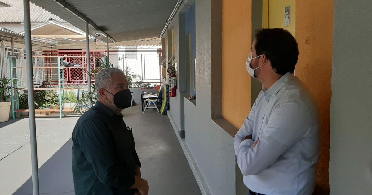 Raul Marcelo visita entidade de apoio à pessoa autista que sofre com a falta de repasse de verbas do governo estadual