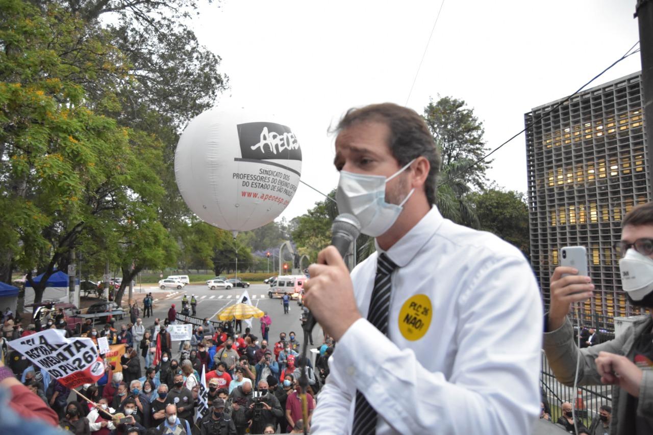 Raul discursa na tribuna da Alesp e participa de ato contra o PLC 26 de Doria
